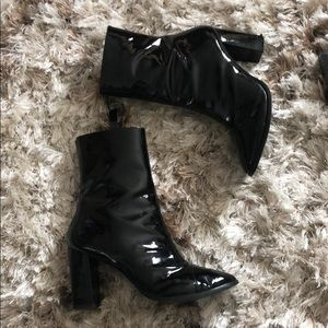 Shoes - Black shiny booties